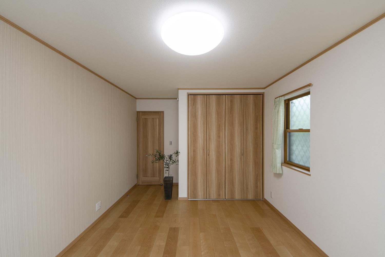 洋室/木の優しい風合いを感じる、穏やかでくつろげる洋室。