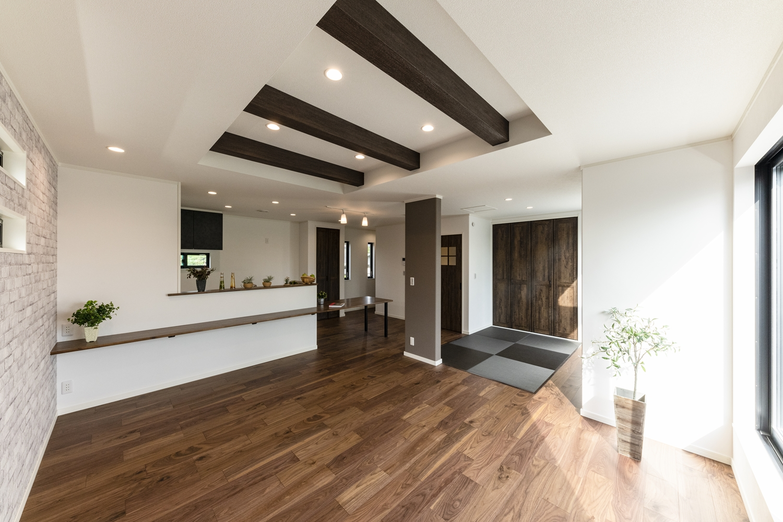 2階リビング/畳スペースと合わせて23.5帖の開放的で広々とした空間のLDK。