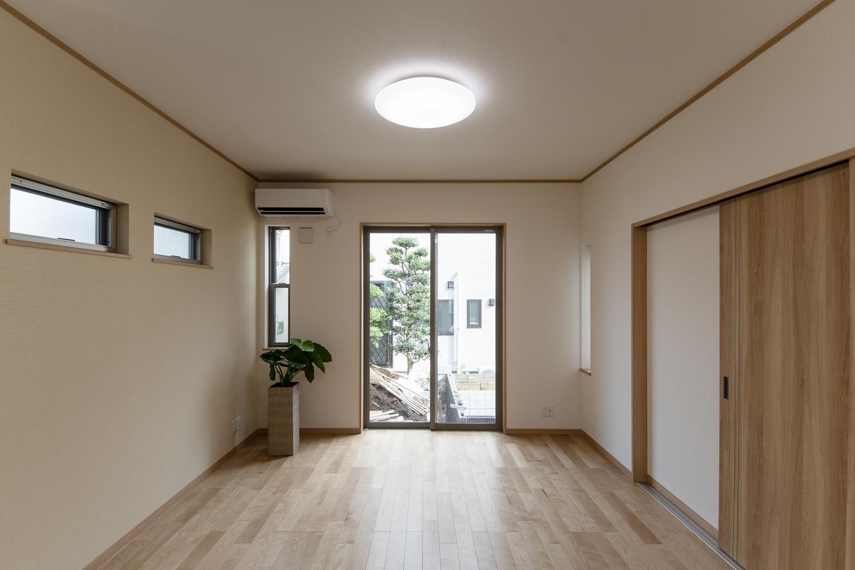 ハイスタッド仕様(CH:2680mm)で天井が高く広々とした空間のLDK。
