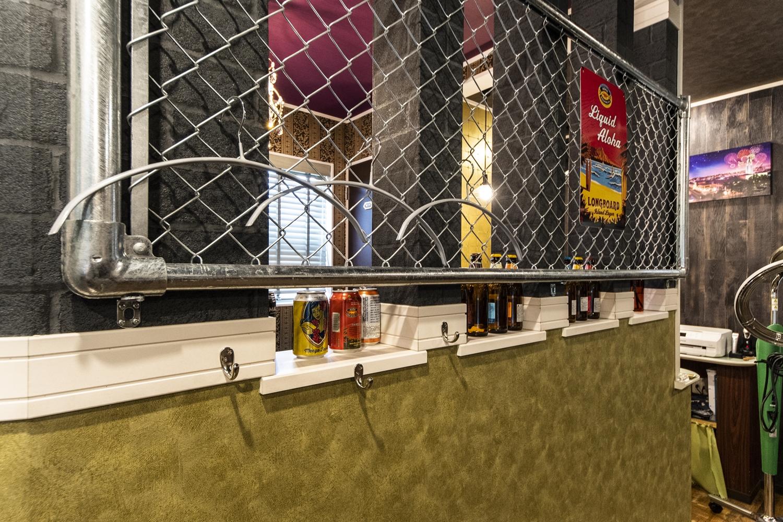 施主様のアイディアで屋外用のアメリカンフェンスを設置しました!お客様のジャケットを掛けておくスペースとして使います!とってもお洒落な空間になりました♪