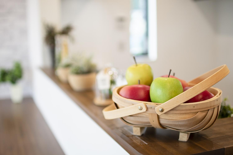 家族の距離が近くなる対面式キッチン。家族がいつもそばに居られる安心感が生まれます。