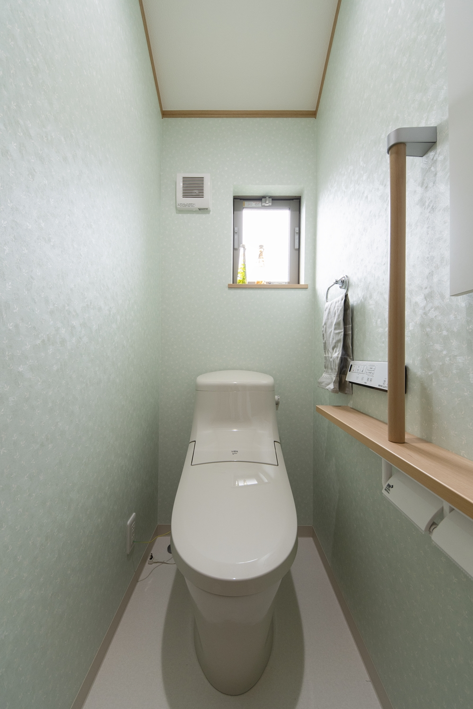 トイレ/手すりを設置して安全で快適な暮らしをサポートします。