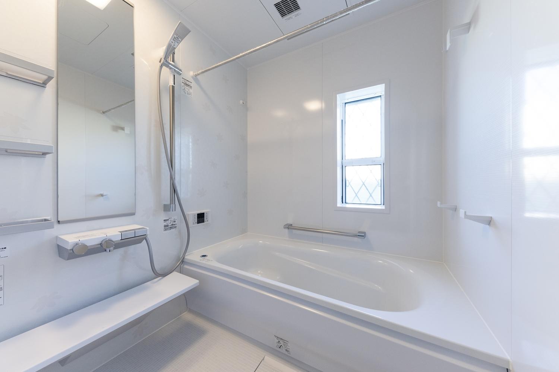 バスルーム/4時間経過しても約2.5℃しか温度が低下しない驚くべき保温性能の「魔法びん浴槽」のエコなお風呂♪