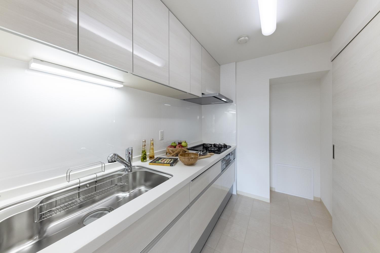 白木調のスッキリとしたデザインのシステムキッチンに大変身♪