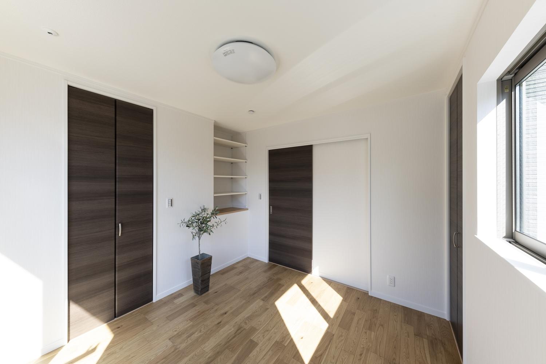ウォークインクロゼットを設えた2階洋室。収納たっぷりでいつもすっきりした暮らしを実現できます。