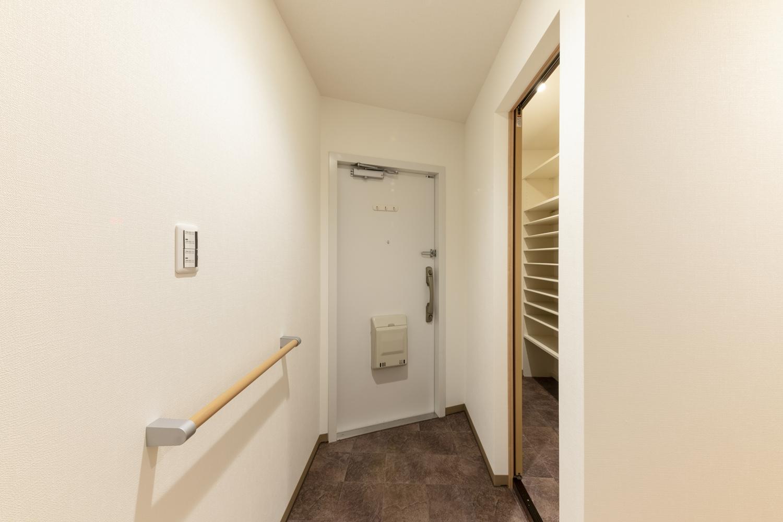 玄関/手摺を設置して、家族の安心を支えます。