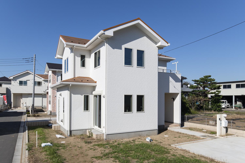 私たち住協建設は、鍵をお渡しした瞬間から、快適・安心な住まいへのサポートをご提供します。最長35年保証で末永くバックアップ。