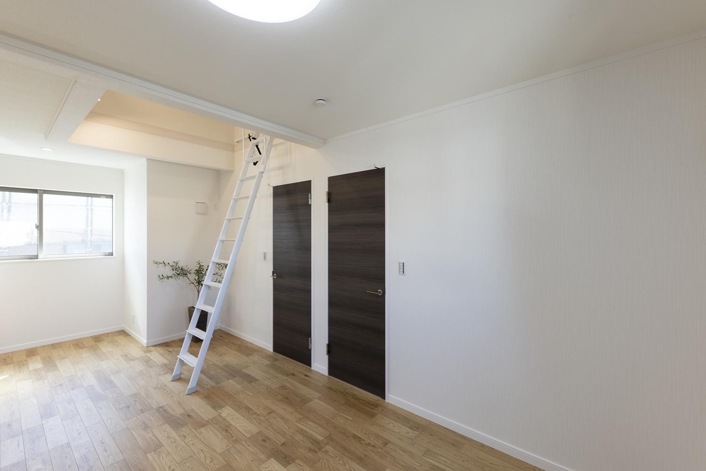 「秘密基地の様な場所」ロフトを設えた、大人も子供もワクワクするような空間の2階洋室♪
