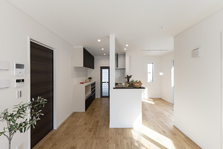 夏に涼しく、冬に温かい。住協建設の高性能な断熱材が実現する、エコで快適な暮らし。