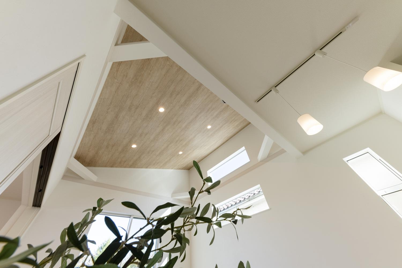 本来は天井に隠されている火打ち梁をあらわしにすることによって、お部屋のアクセントになってくれます。