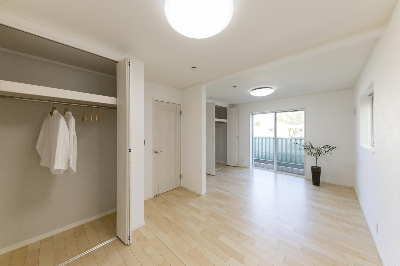 1階洋室/将来的に壁を設けて仕切れるので、ライフスタイルの変化に合わせて柔軟に対応できる間取りです。