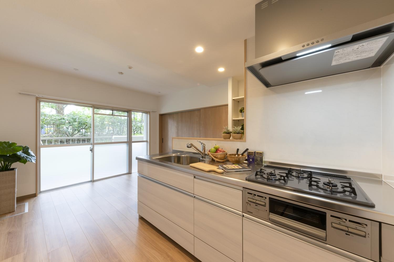 キッチン/家族を見守りながら家事がこなせる、カウンター付対面キッチン。