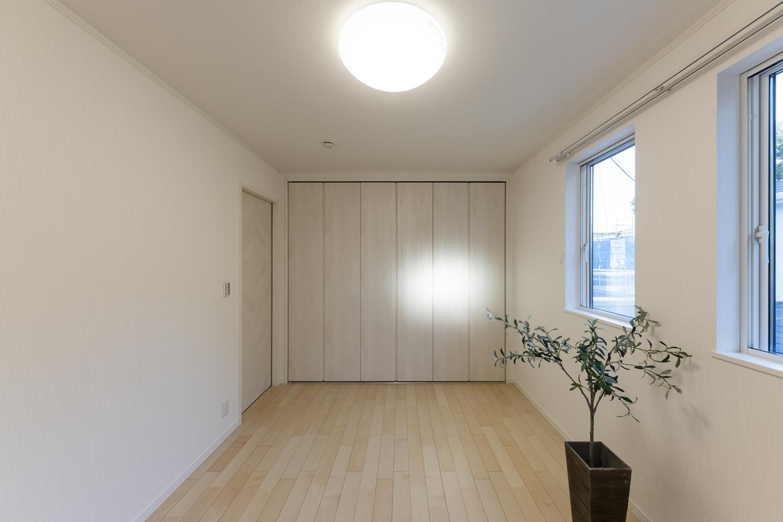 2階洋室/木の温もりを感じる、ナチュラルテイストな室内。