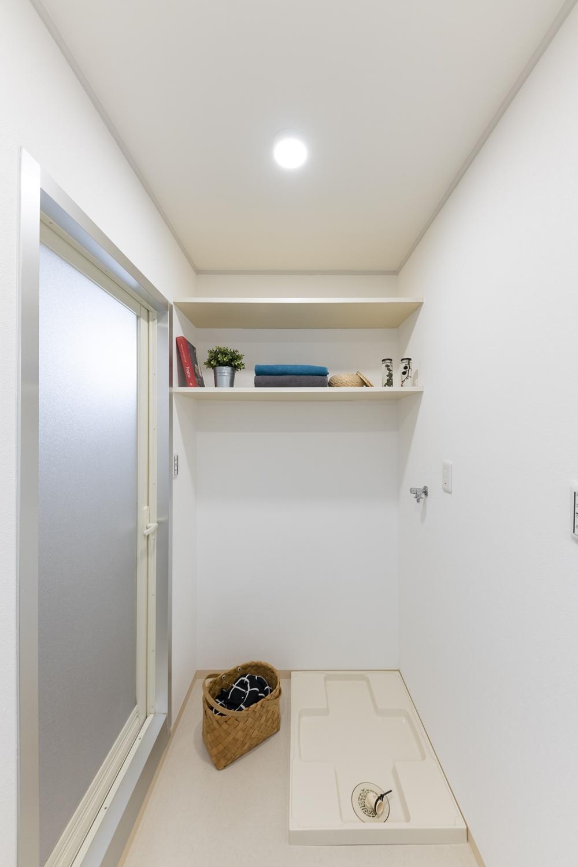 洗濯機置き場/白を基調とした清潔感のある空間に大変身しました。