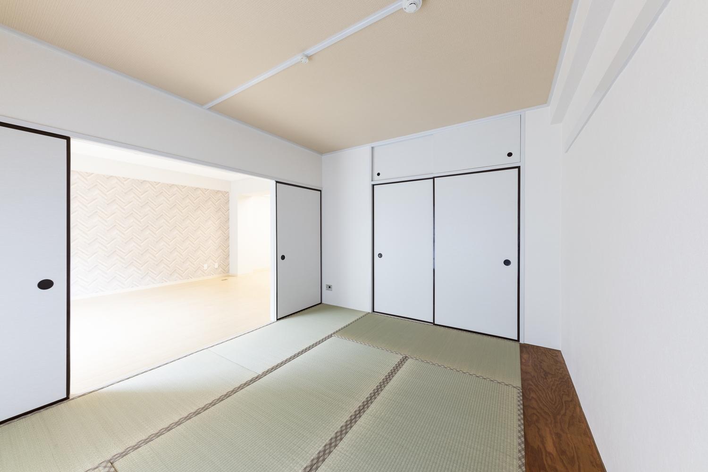 和室/天井・壁紙・襖を全面貼り替え、新しい畳に交換しました。