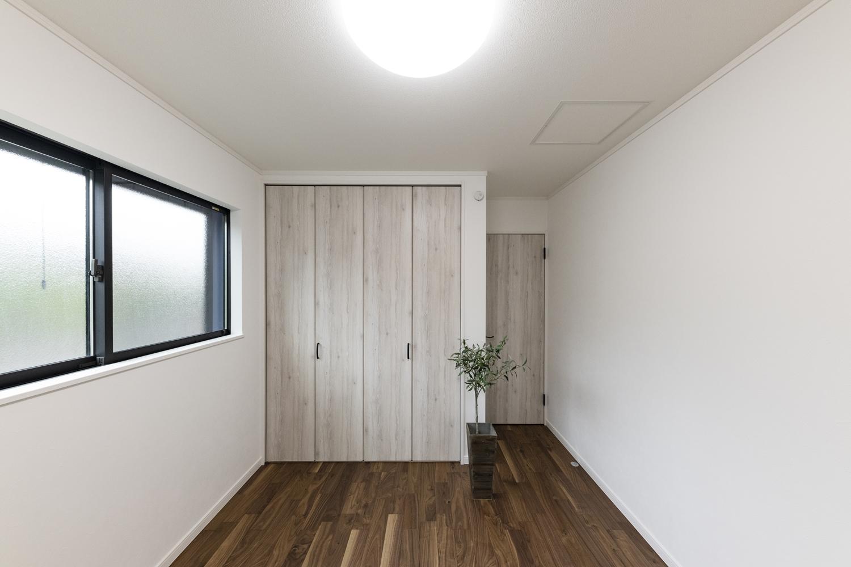 1階洋室/木の温もりが心地よい、落ち着いた住空間。