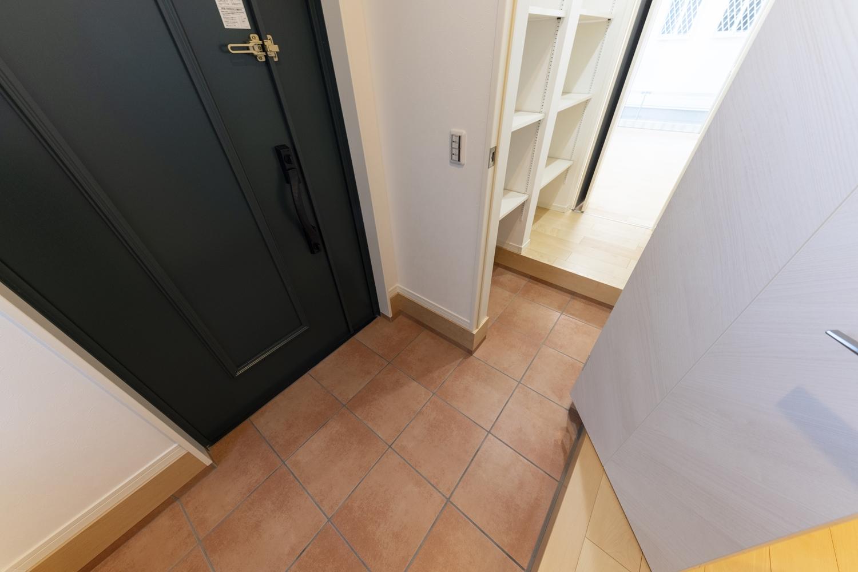 ファミリーエントランス/入口を家族専用とゲスト専用に分ける事ができて、急な来客でもいつでもキレイな玄関に♪