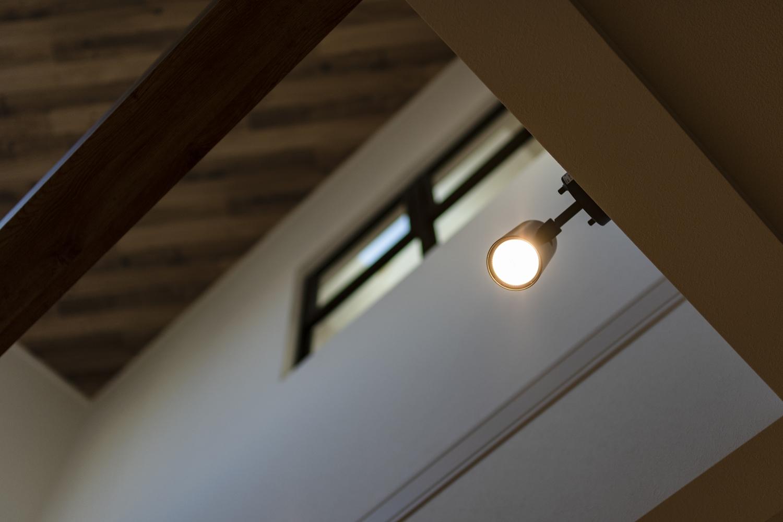 照明のアクセントにスポットライトを施しました。スタイリッシュな空間演出が出来ます。