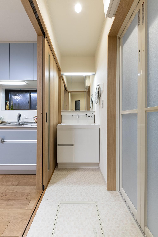 洗面室/キッチンと洗面が近い、家事導線に配慮しました。