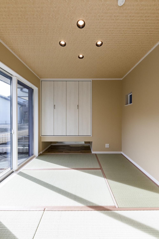 モダンな雰囲気の1階畳敷き洋室。