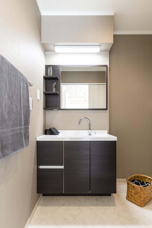 サニタリールーム/コンパクトな奥行、スマートな見た目!家具のようなデザインのおしゃれな洗面化粧台を設置しました。