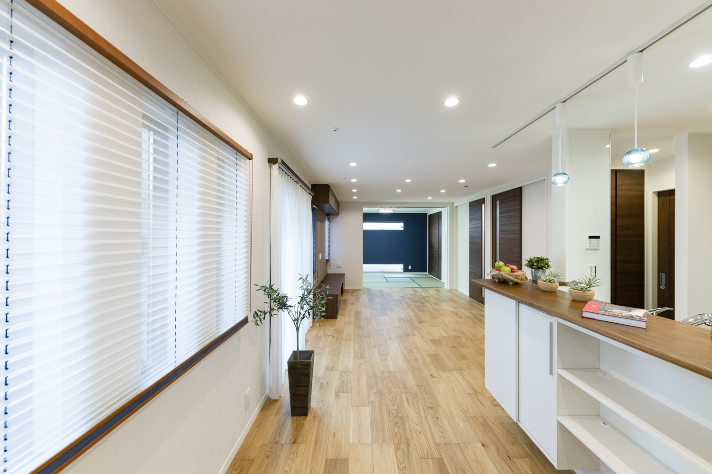 戸を開けると、畳のお部屋と合わせて22.5帖の広々とした開放的な空間に。