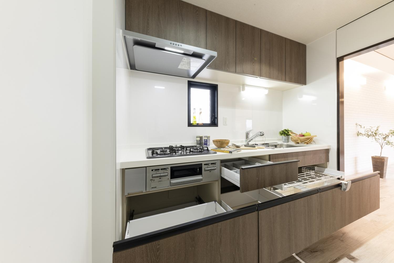 キッチン/たっぷりしまえて、取り出しやすい。料理の流れをスムーズにしてくれる収納です。