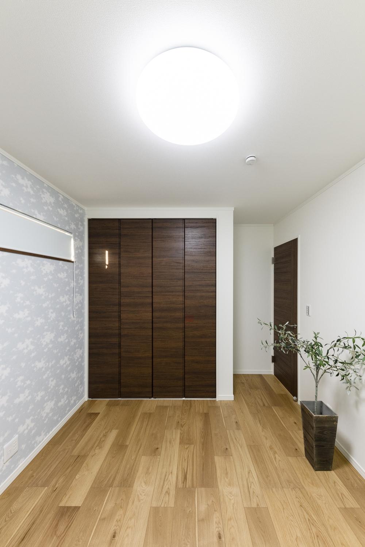 2階洋室/使い勝手と心地の良い、落ち着いた住空間。