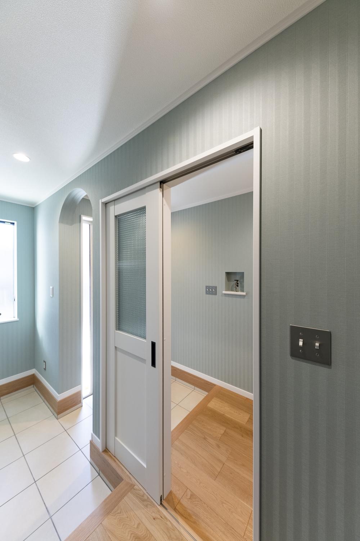 ファミリーエントランスとゲストエントランスに分けることにより、急な来客でもいつでもキレイな玄関に♪
