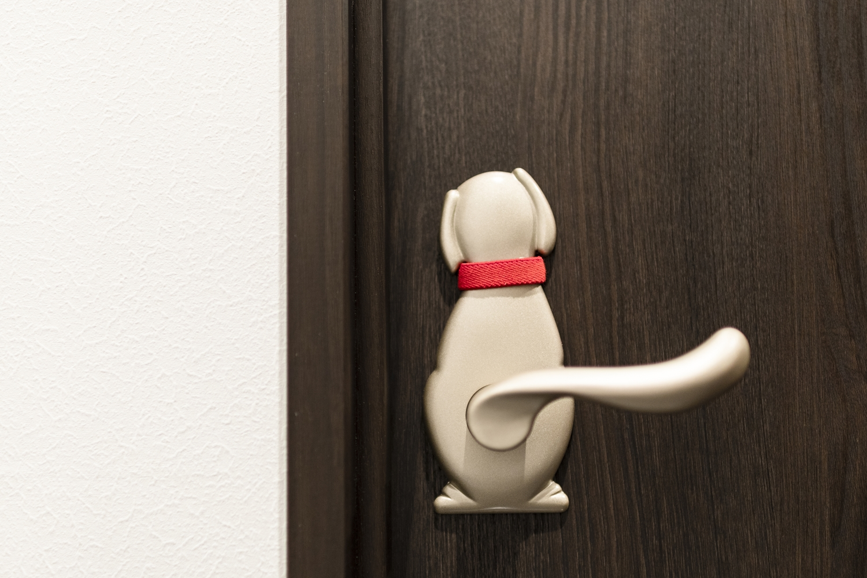 しっぽがハンドルに!とっても可愛らしい犬のデザインのドアハンドル♪