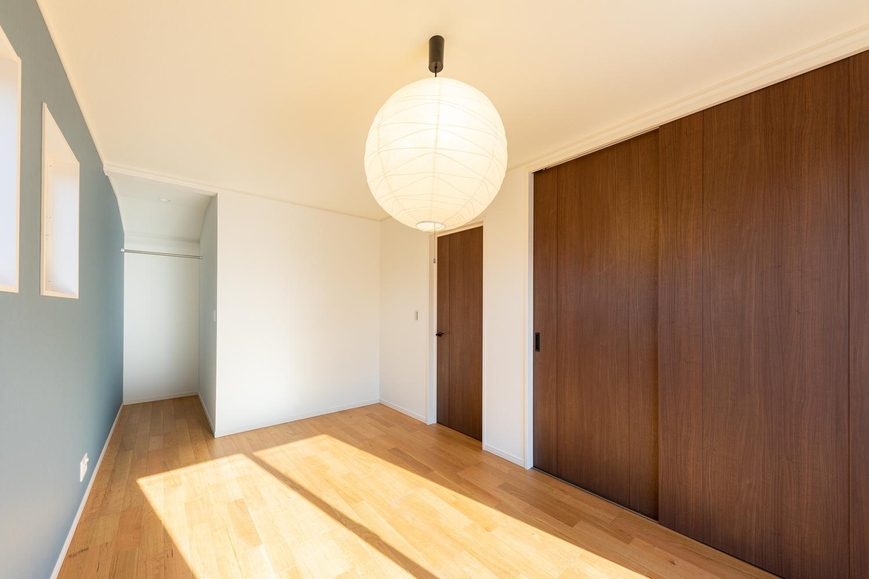 2階洋室/充実した収納で住空間を広々とご使用できます。