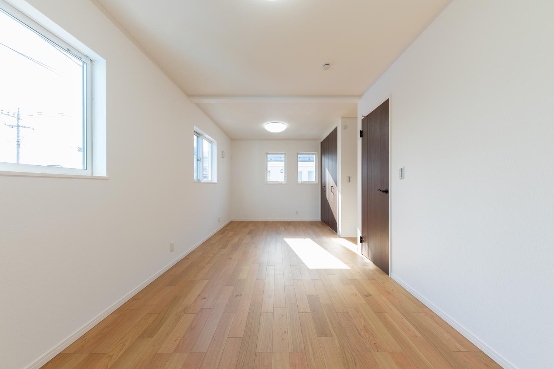 2階洋室/将来的に壁を設けて仕切れるので、ライフスタイルの変化に合わせて柔軟に対応できる間取り。