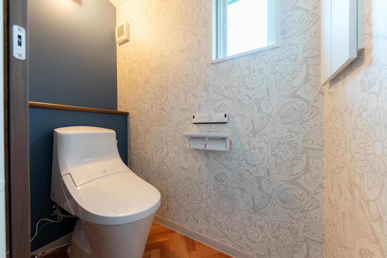 2階トイレ/タンクレスタイプで広々快適な空間を演出しました。