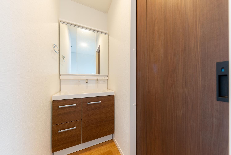 2F洗面化粧台/あわただしい朝でも2台目の洗面台を活用することで、家族と被らず身支度がスムーズに!