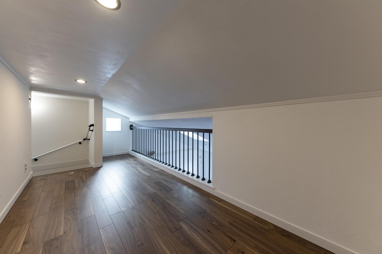 リビングの上部のロフト(4.5帖)。屋根裏のスペースを有効活用して、季節ものやご家族の大切な思い出が保管できます。