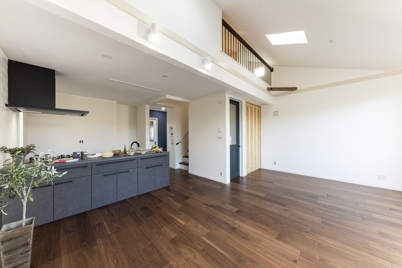 勾配天井、トップライト、ロフト・・・デザインも機能も盛りだくさんでとっても魅力的!20.5帖の開放的で明るい2階リビング♪