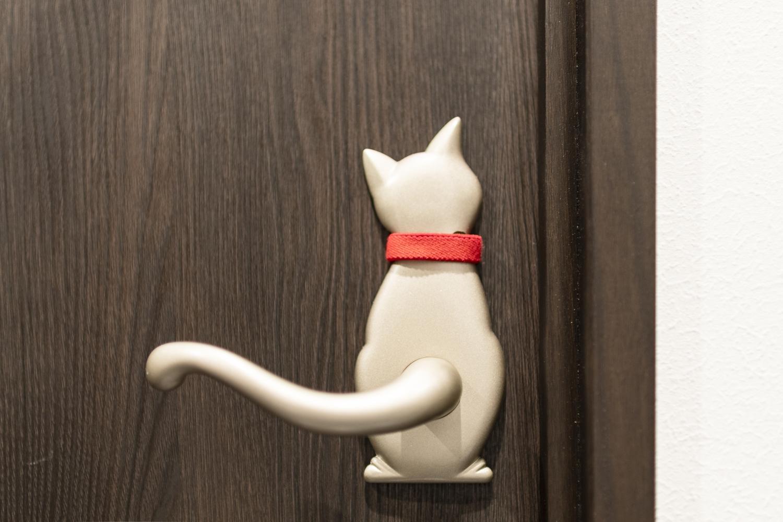しっぽがハンドルに!とっても可愛らしい猫のデザインのドアハンドル♪
