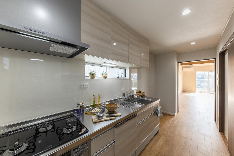 来客などの人目を気にせずに調理ができるキッチン専用の贅沢な空間。調理に伴う煙や臭いが他のお部屋に付きにくく料理に集中できます♪