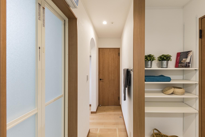 洗面室、バスルームがウォークインクローゼットと直結。スムーズな家事導線で時間短縮。