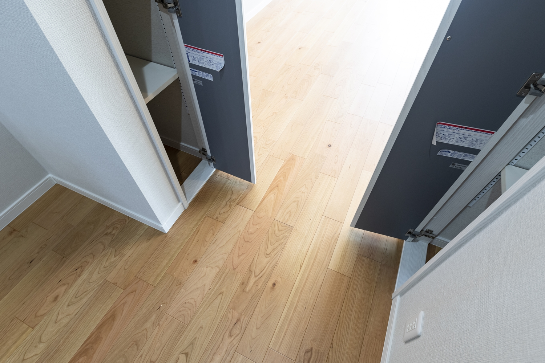 収納豊富なキッチン周り。また、行き止まりのない「回遊動線」を取り入れ、家事の同時進行を快適に。