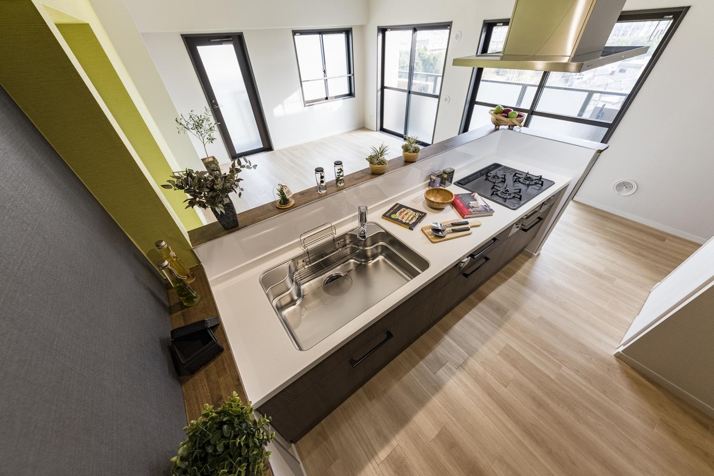 キッチン/壁付けタイプからリビングが見渡せるペニンシュラタイプのキッチンに大変身♪ご夫婦、ゲストとの会話も楽しめ、展望・開放感がとっても心地よいです♪