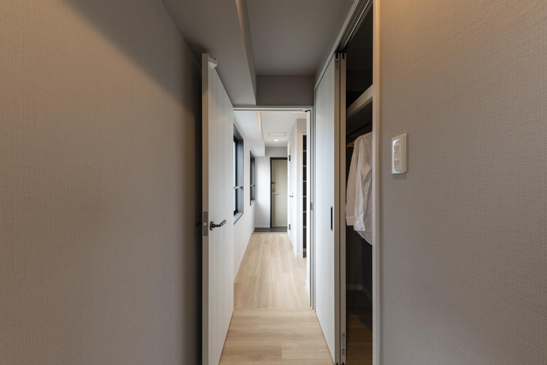洋室/入口の位置を変更し、クロゼットを広くしました。