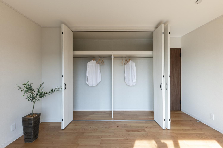 1階洋室/大きなクロゼットを設え収納たっぷり!住空間を広々とご使用できます。