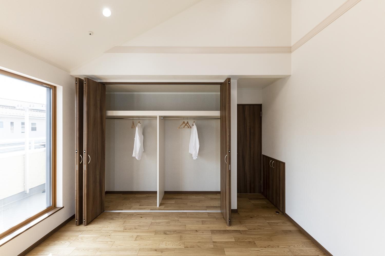 2階洋室/大きなクロゼットで収納たっぷり。住空間を広々と。