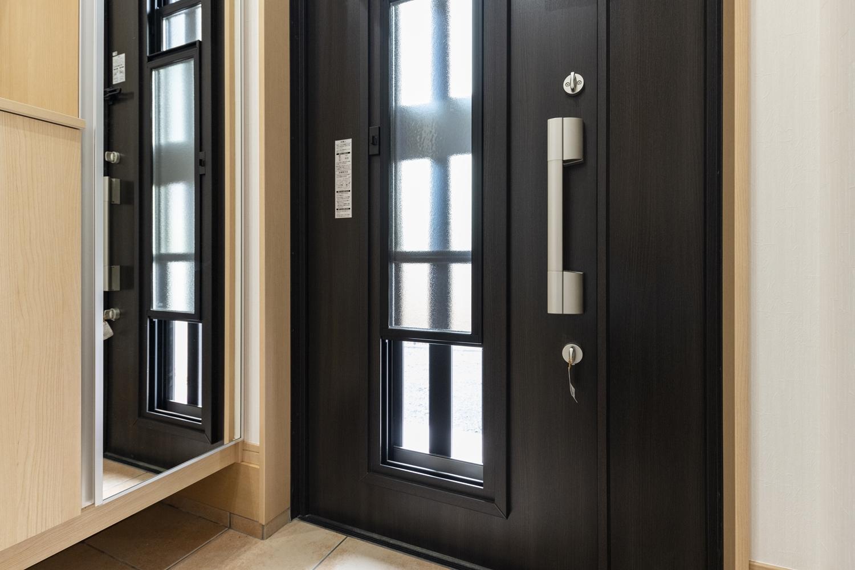 玄関ドア/彩風タイプで、光も風もフレッシュに。