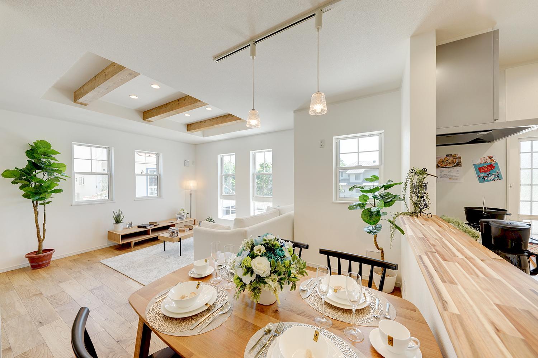 家族がゆっくりと、時間を味わうように過ごせることをコンセプトとした、家族思いのリビング空間。
