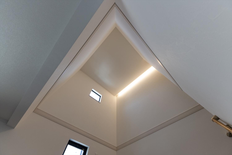 スキップフロア上部は、吹き抜けを採用。開放感のある空間に。