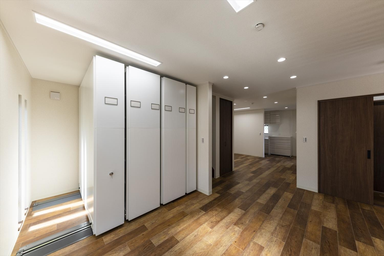 様々なインテリアに合わせやすい、落ち着いた印象の室内空間に。