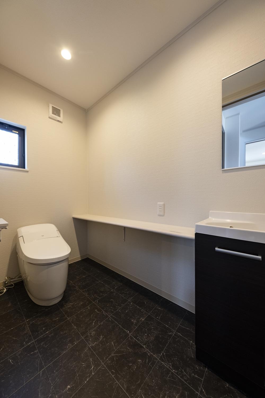 1階トイレ/独立タイプの手洗いを設置して、お客様をおもてなしします。