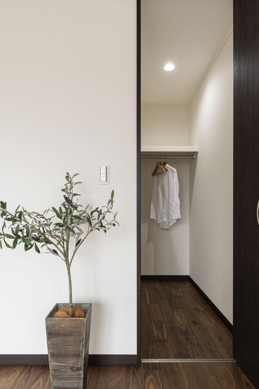 ウォークインクローゼットを洋室2部屋に設えた、収納に富んだ快適な住空間。